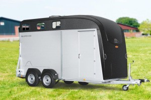 Plads til tre heste i ny trailer
