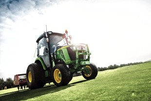 Lille traktor med grøn profil