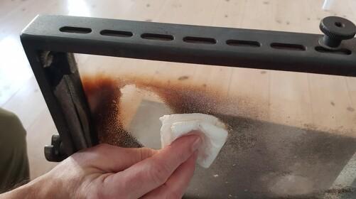 Sådan renser du glasset i din brændeovn