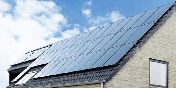 Solceller på taget og elvarme i gulvet