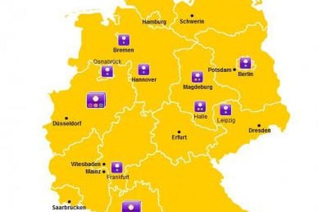 ADAC har et kort på hjemmesiden med en grov angivelse af, hvilke tyske byer, der har miljøzoner. Klikker man på ikonet ved byen, kommer der en nærmere beskrivelse af zonerne i den pågældende by.