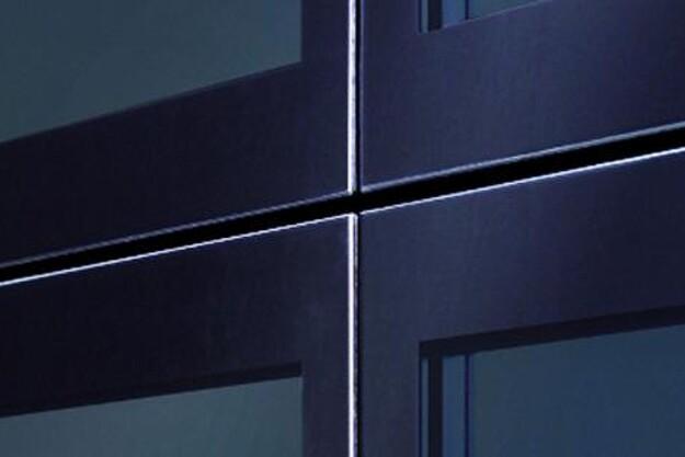 Ledhejseporten ALR Vitraplan er et flot blikfang på bygningens facade i et udtryk, der matcher moderne arkitektur. Foto: Hörmann.