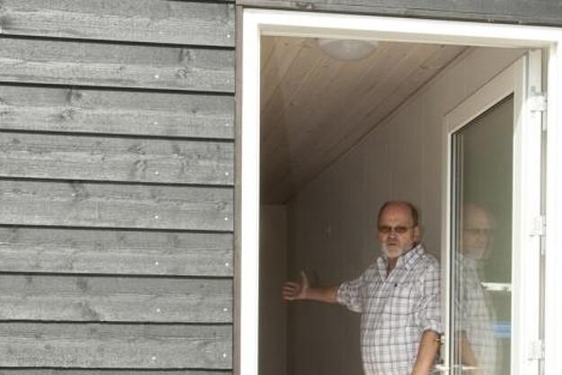 Tyge Hvass byder gerne indenfor i et af side Danbox huse.