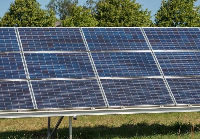 Landvind og solceller tæt på støttefri