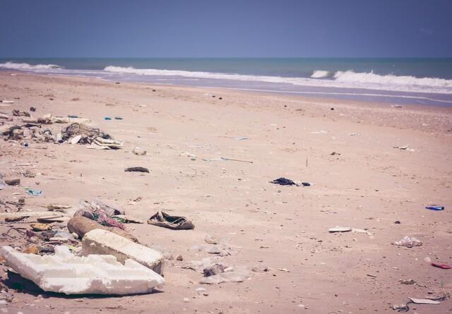 Til kamp mod affald på strandene