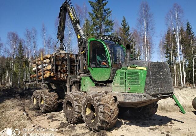 Solidt dæk til skovmaskinen