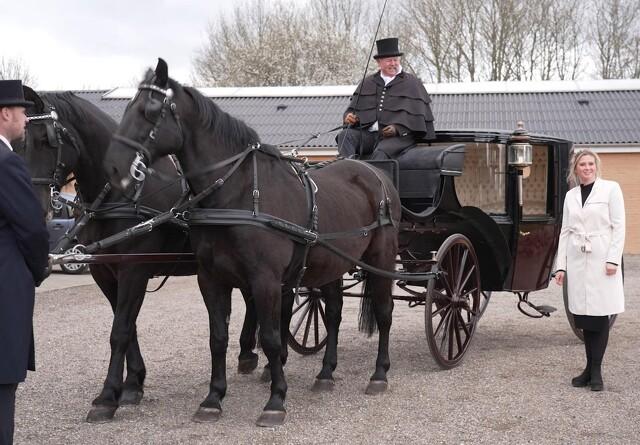 Sælger sin kæmpe samling af hestevogne