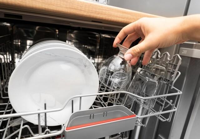 Sådan afkalker du nemt opvaskemaskinen