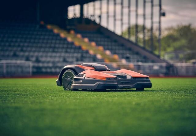 Ny robot-klipper klarer 50.000 kvadratmeter græs i høj kvalitet
