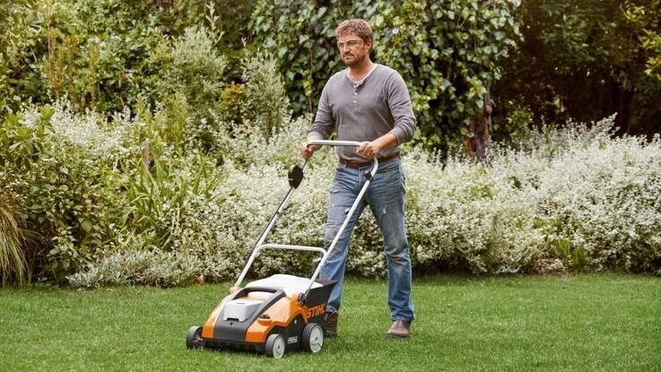 Stihl præsenterer 2 i 1-maskine til mosfri og frodige græsplæner