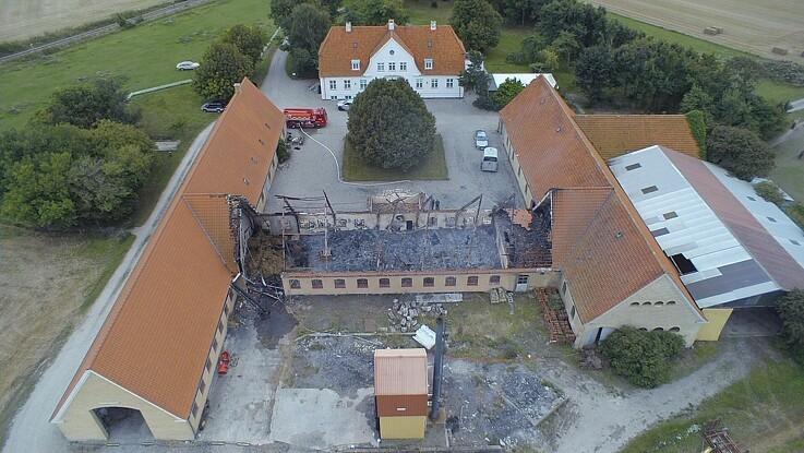 Brandsikrede vægge reddede gården