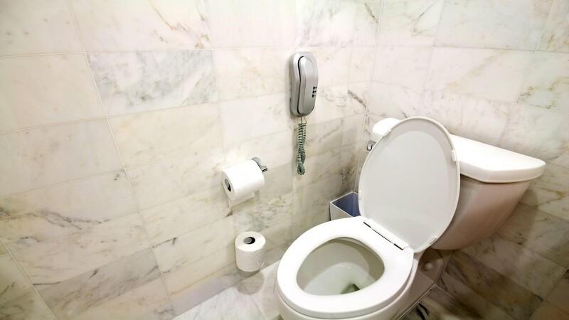 Dæmp lyden fra toilettet