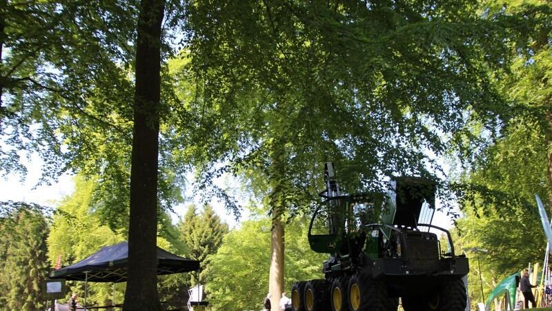 Varm dag på Skov & Teknik