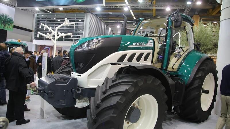 Store og små Arbos-traktorer til TK Maskiner