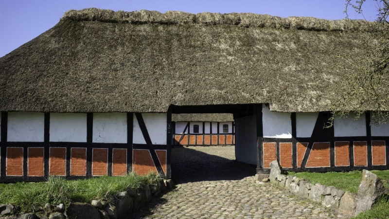 Restaurering af 225 år gammel gård i gang