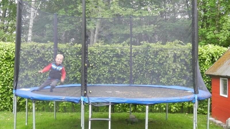 Pas på trampolinen i efterårsstormene