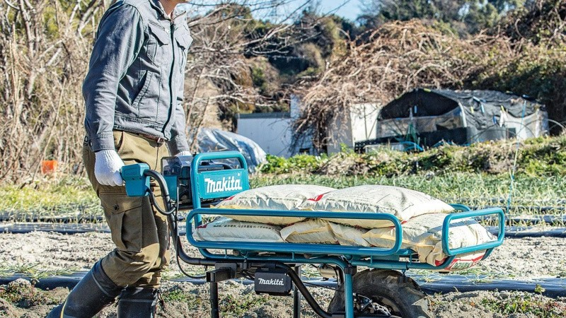 Ny akku-trillebør klarer 130 kilo